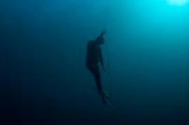 in het diepe duiken