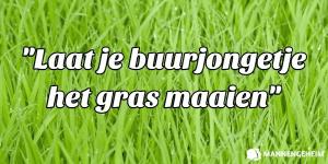 Buurjongen grasmaaien om relatieproblemen te voorkomen