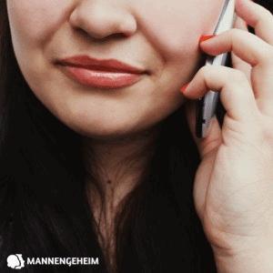 Vrouw is aan het bellen praten contact