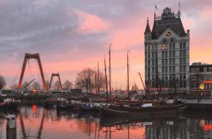 Hier zijn wat romantische dingen om te doen in Almere voor valentijnsdag of als uitje of weekendje weg voor twee.